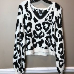 NWT Black & White Fuzzy Crop Sweater sz L